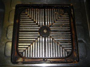 換気扇カバーの油汚れ