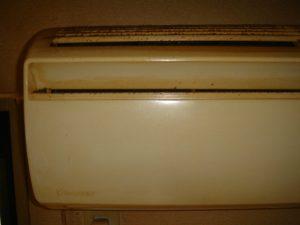 エアコン表面の汚れ