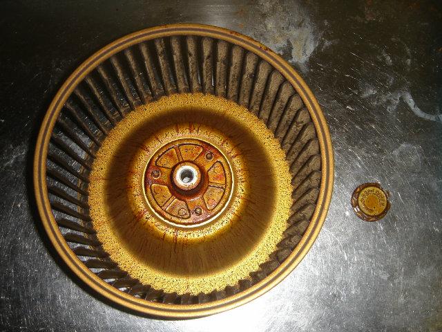 シロッコファンの油汚れ