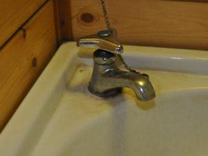 水栓の水垢汚れ